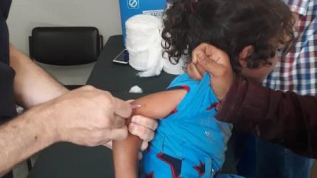 Bayram dönüşü Suriyeli çocuklar aşılanıyor
