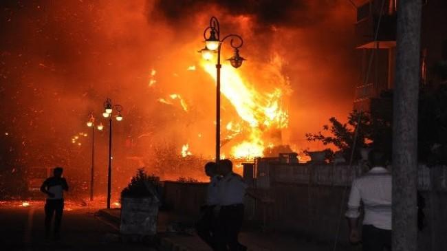 Reyhanlı'da boya deposundaki yangında 7 kişi yaralandı