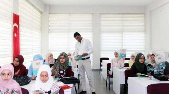 Suriyeli çocuk ve gençler Türkçe öğreniyor