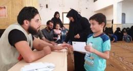 İHH, İdlib'teki yetimleri nakdi yardımlarla destekliyor