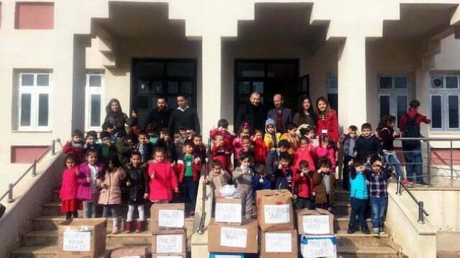 Miniklerden Suriyeli öğrencilere yardım
