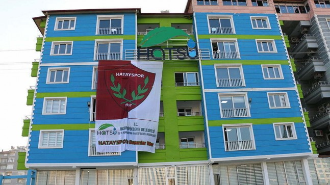 HATSU'DAN HATAYSPOR'A  DEV BAYRAKLI DESTEK