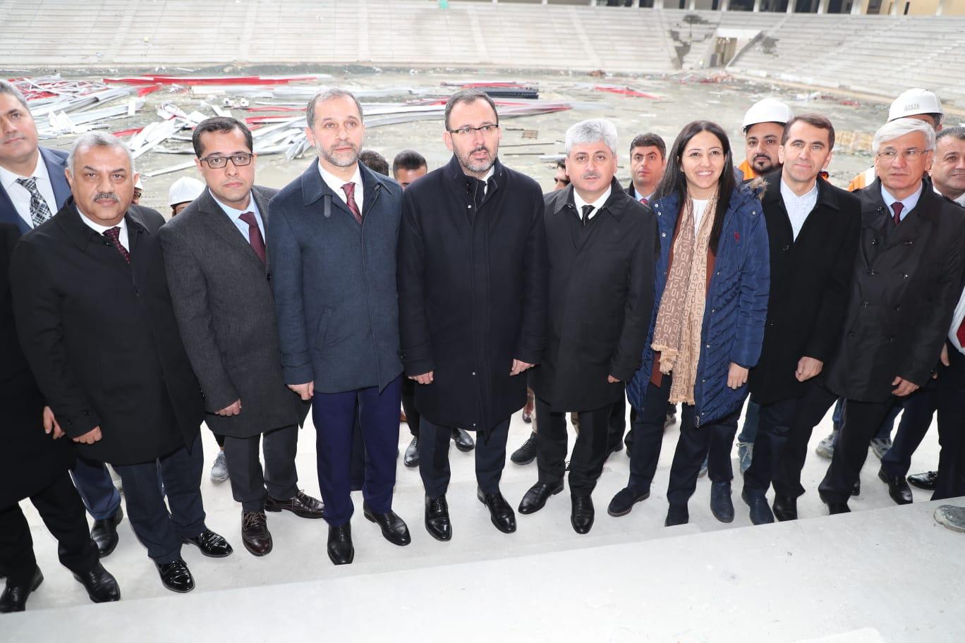 Bakan Kasapoğlu  Hatay Stadyumu'nu İnceledi
