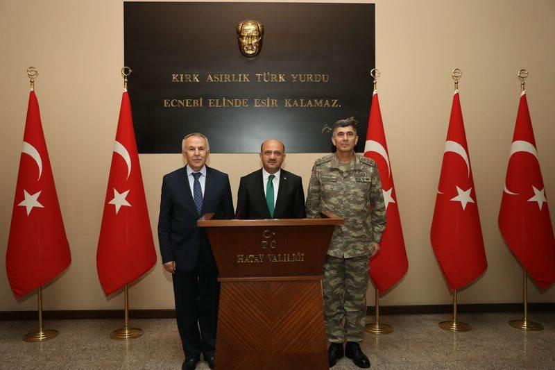 Milli Savunma Bakanı Fikri Işık'tan Vali Ata'ya Ziyaret