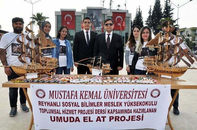Reyhanlı MYO öğrencileri tutuklu ve hükümlülerin yaptığı el işlerini satışa sundu