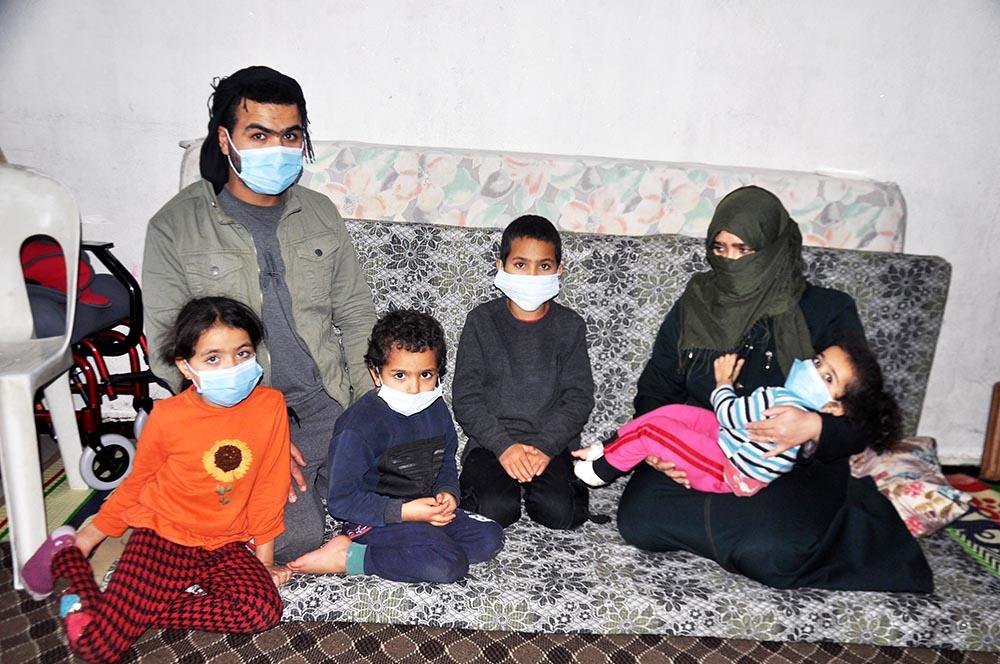 Suriyeli cam kemik kız Şirin'in ailesi  hayırseverlerden yardım bekliyor
