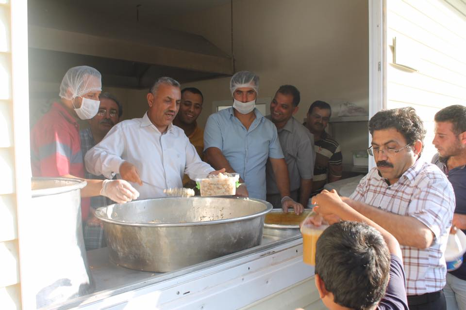 Başkan Şanverdi yemek dağıttı