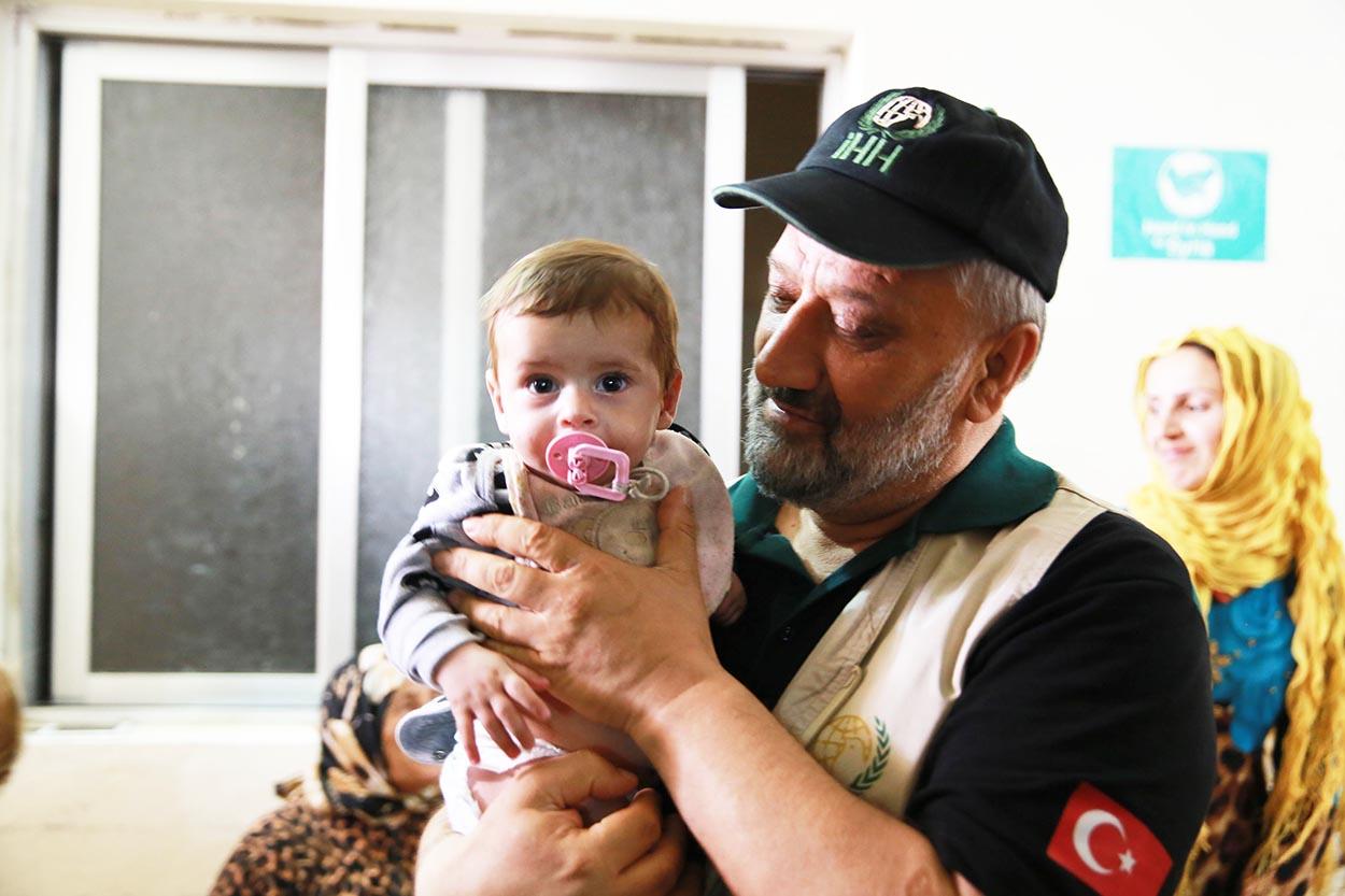 Suriye'de bin 100 çocuk sünnet edildi