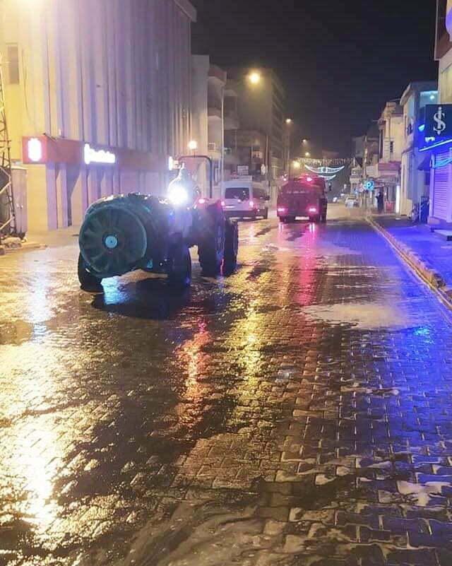 Reyhanlı'da cadde ve sokaklar dezenfekte ediliyor