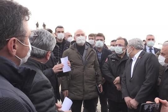 İçişleri Bakanı Süleyman Soylu İdlib'de yapımı süren briket evleri inceledi