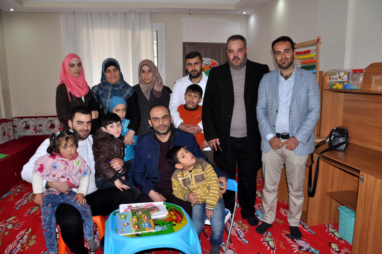 Suriyeli otizm ve down sendromlu çocukları eğitiyorlar