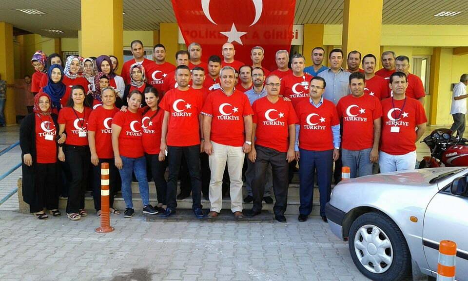 Hastalara Türk Bayraklı tişörtle hizmet verdiler