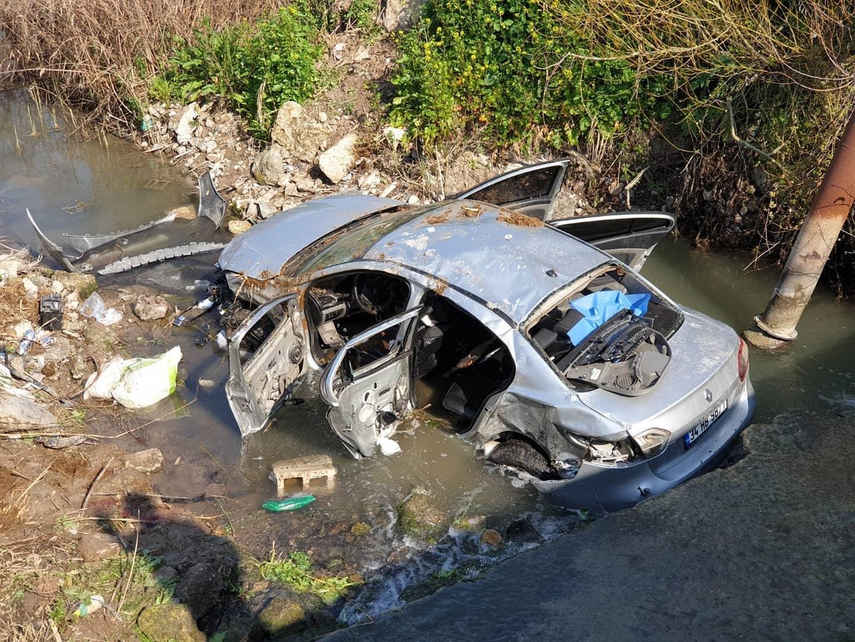 Kumlu'da Minibüsle çarpışan otomobil dereye uçtu: 3 ölü, 2 yaralı