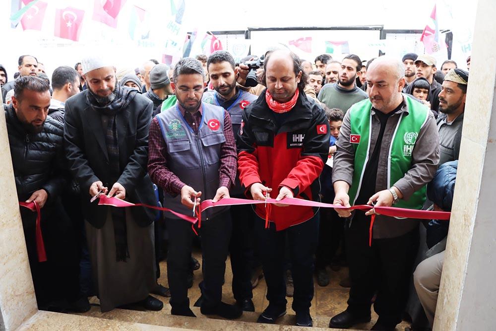 İhsan ve Vefa Cami Suriye'de ibadete açıldı
