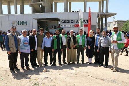Canik Belediye Başkanı Osman Genç Afrin Halkına Yemek Dağıttı