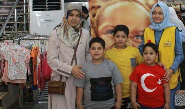 Türk ve Suriyeli 350 çocuğa bayram hediyesi