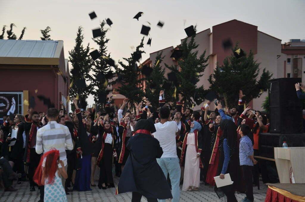 Meslek Yüksek Okulu Öğrencileri Kep Attı