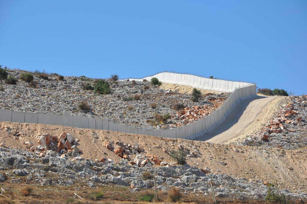 Hatay-Suriye sınırına 77 kilometrelik beton duvar çekildi