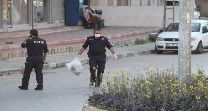 REYHANLI'DA ÇEVRE TEMİZLİĞİ YAPAN POLİS TAKDİRLE KARŞILANDI
