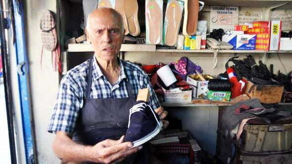 63 yıldır ayakkabı tamir ediyor