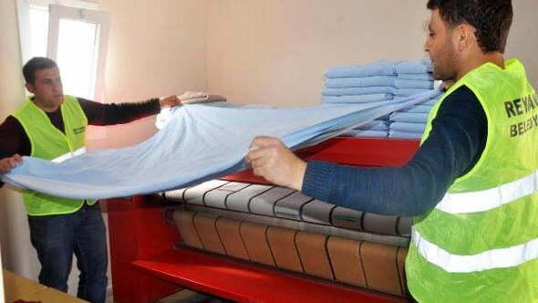 Mehmetçiğin Çamaşırlarını  Reyhanlı Belediyesi Yıkıyor