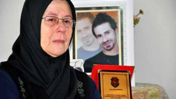 """Medine Erdemci'ye """"Yılın Annesi"""" Ödülü"""