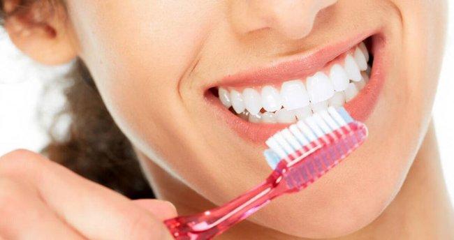 Dişlerinizi fırçalaladıktan hemen sonra çalkalarsanız…