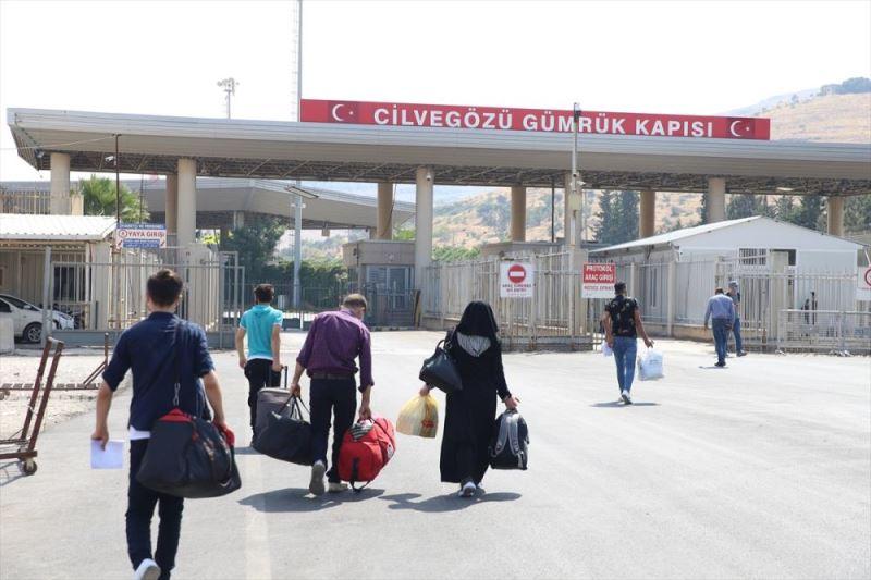 Suriyelilerin ülkelerindeki güvenli bölgelere dönüşleri sürüyor