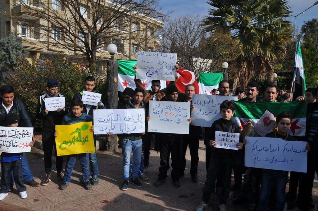 Suriyeliler Madaya'daki Açlığa Dikkat Çekti