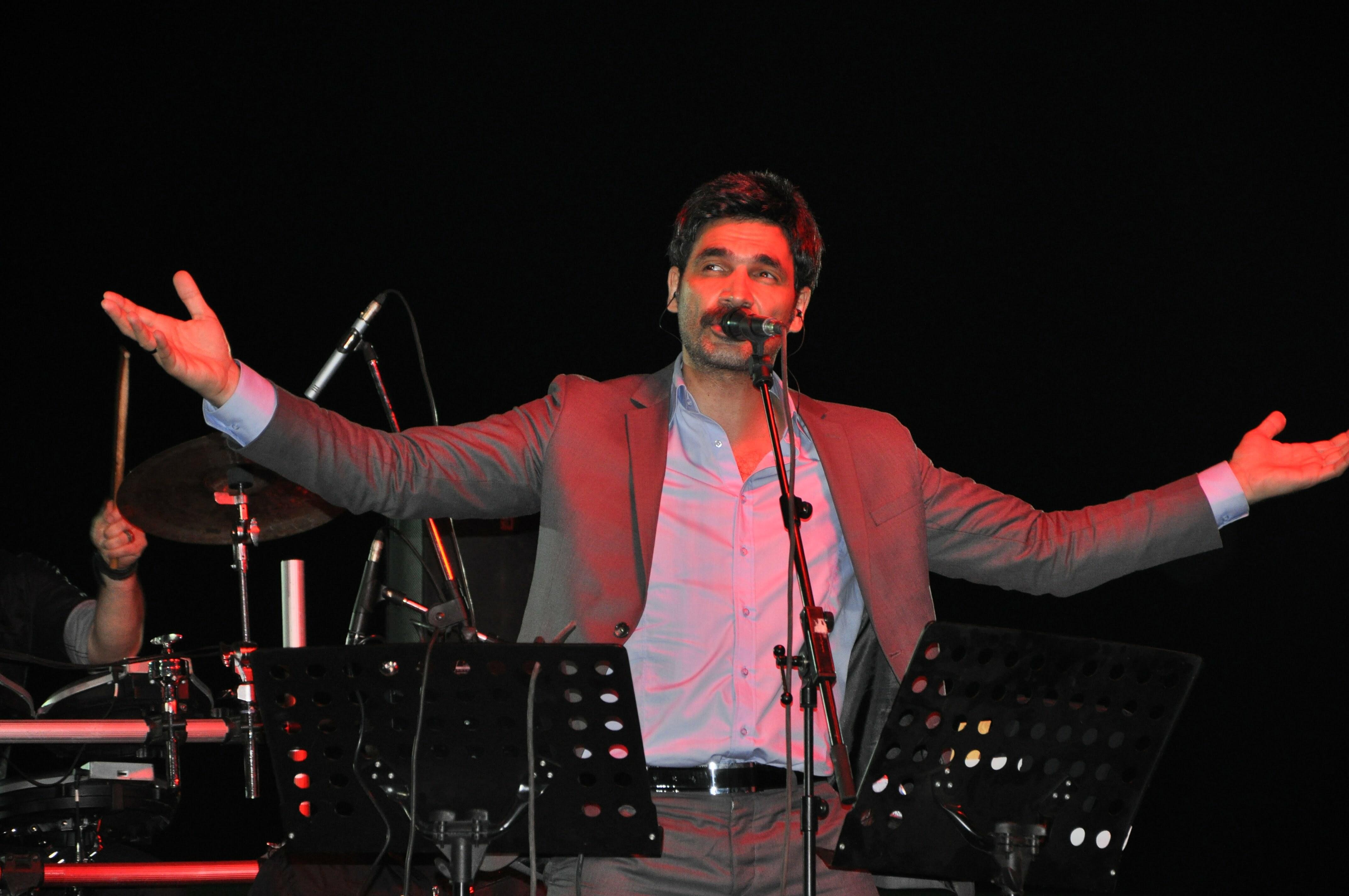 Reyhanlı'da Uğur Işılak Konseri. Işılak, 'Hiç kimse Türkiye'ye insan haklarından bahsetmeye kalkmasın'