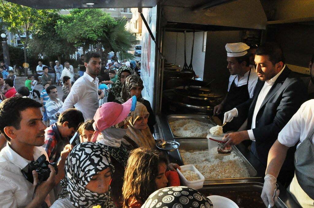 Reyhanlı'da 2500 Kişiye İftar Yemeği