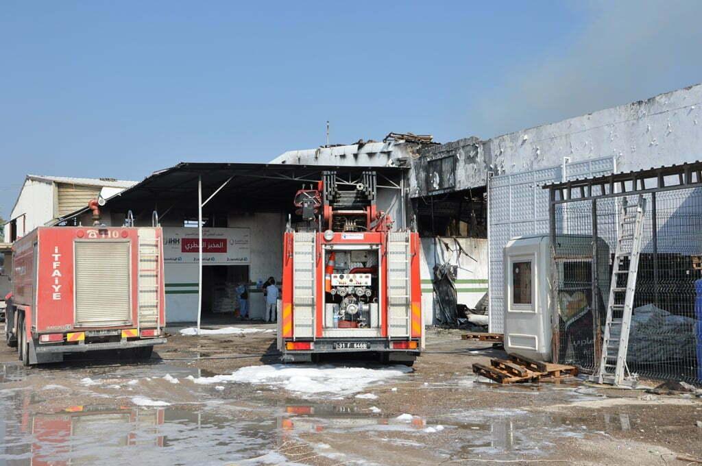 İHH Lojistik Merkezi'ndeki Yangın Söndürüldü