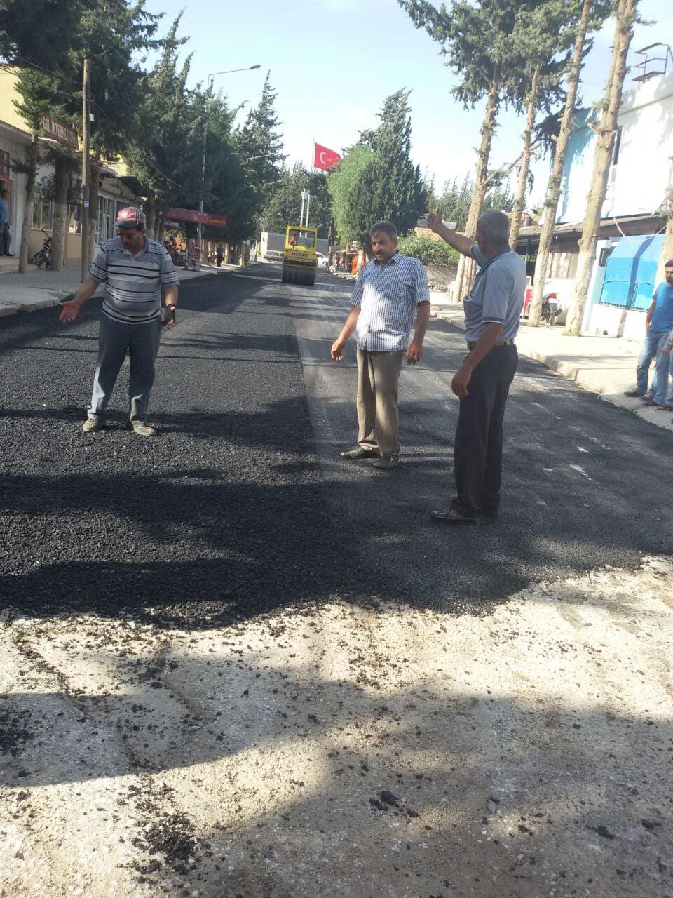 Reyhanlı Belediyesi'nin Yol Yapım Çalışmaları Devam Ediyor