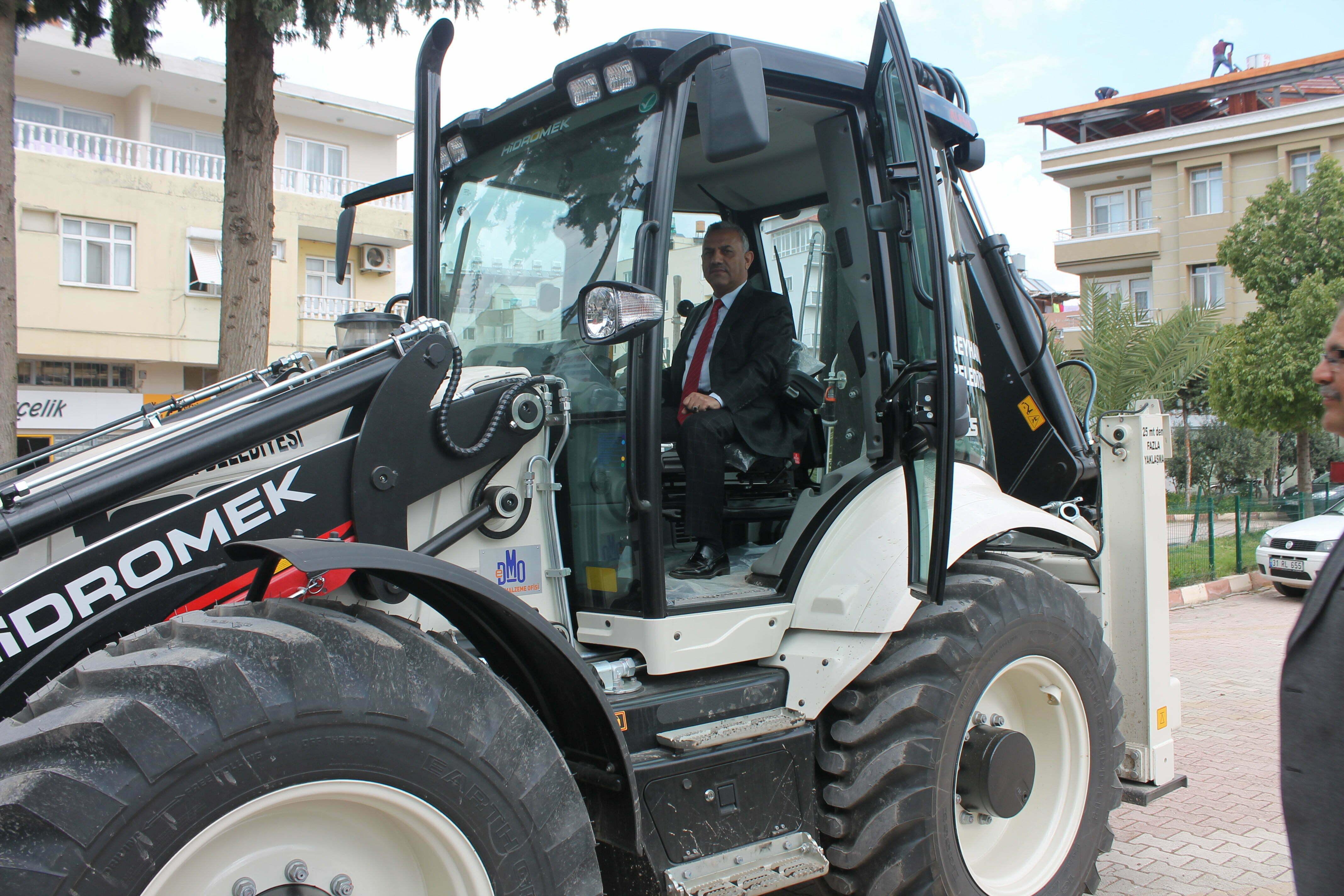 Reyhanlı Belediyesine Hizmet Amaçlı Bir İş Makinesi daha eklendi