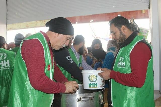 İHH'dan Afrin'deki halka sıcak yemek