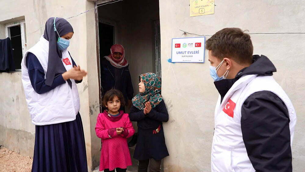 İdlib'te 100 umut evi ailelere teslim edildi