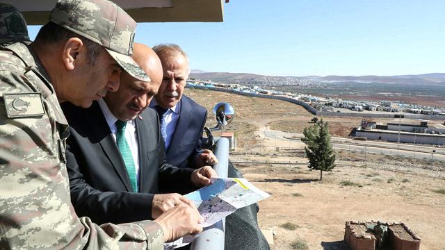 Milli Savunma Bakanı ve Kara Kuvvetleri Komutanı Hatay Sınırında İncelemelerde Bulundu