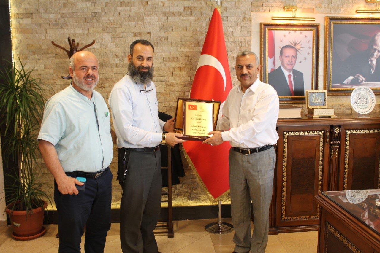 Başkan Şanverdi'ye plaket