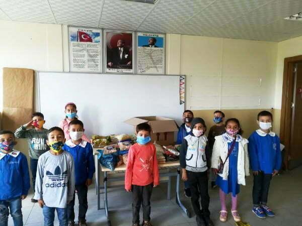 Reyhanlı'da İlkokul öğrencilerinden İzmir'e anlamlı mektup