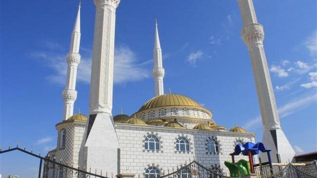 Minarelerden dua ve tekbir  sesleri yükseldi