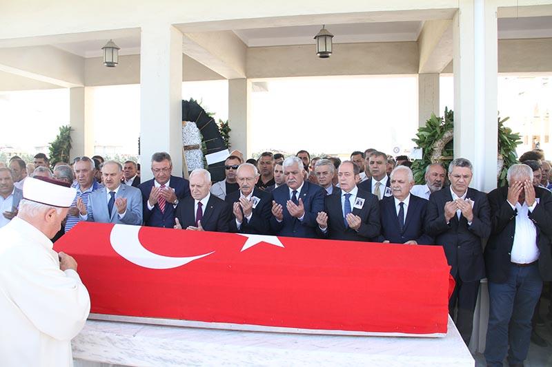 TOKDEMİR AİLESİNİN ACI GÜNÜ Eski Milletvekili Nureddin Tokdemir son yolculuğuna uğurlandı