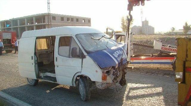 Uyarı Ateşi Açılan Minibüs Kaza Yaptı: 1 kişi öldü